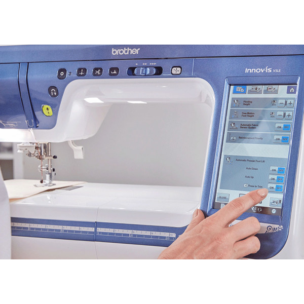 Brother представила новую швейно-вышивальную машинку Innov-is V5LE